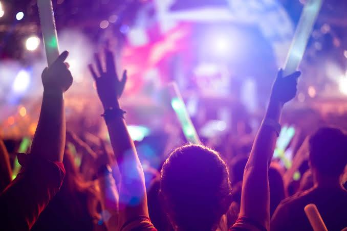 Estado aumenta horário para realização de eventos, bares e restaurantes